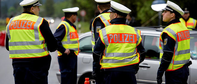 Deux suspects arrêtés en Autriche dans le cadre de l'enquête sur les attentats de Paris ont été identifiés.