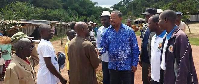 Jean Ping en tournée ici dans le Woleu Ntem (l'une des neuf provinces du Gabon, dont le chef-lieu est Oyem) en août 2015.