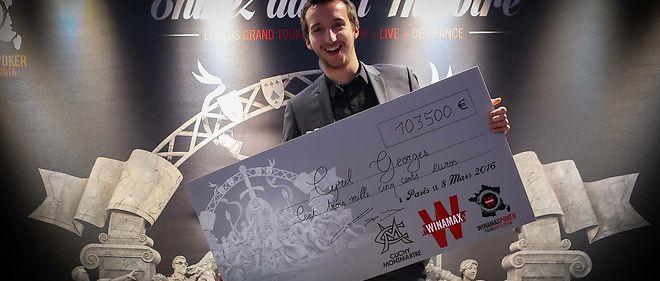 Cyril Georges, la vainqueur du Winamax poker tour empoche un chèque d'un peu plus de 100 000 euros.