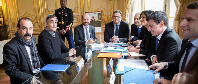 Philippe Martinez, secretaire general du syndicat CGT, face a Myriam El Khomri, ministre du travail, Manuel Valls, premier ministre, Emmanuel Macron, ministre de l'economie