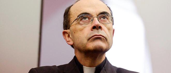 Philippe Barbarin, archevêque de Lyon, est poursuivi pour non-dénonciation de crimes. La question devient : quand a-t-il été mis au courant des faits reprochés à l'abbé Preynat.