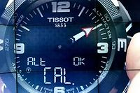Qui dt capteurs solaires intégrés dit autonomie illimitée pour cette montre Tissot connectée.