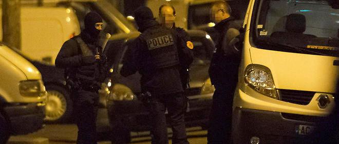 Les policiers ont sécurisé le périmètre et perquisitionné un immeuble à Argenteuil dans le Val-d'Oise.