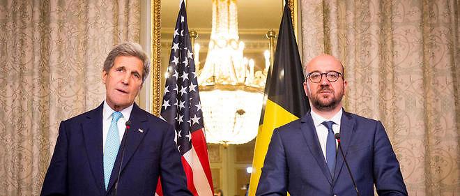 Le secrétaire d'État américain John Kerry s'exprimant aux côtés du Premier ministre belge Charles Michel.