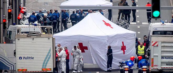 À la suite de l'attentat dans une rame de métro à la station Maelbeek de Bruxelles, installation d'un hôpital de campagne rue de la Loi pour les premiers soins d'urgence aux blessés.