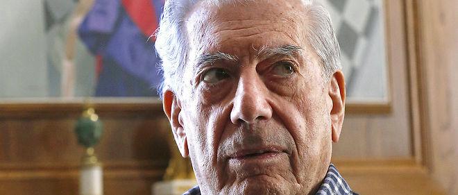 "Conquérant. Mario Vargas Llosa chez lui, à Madrid, le 29 février. Son dernier roman, ""Cino esquinas"", vient de paraître en espagnol."