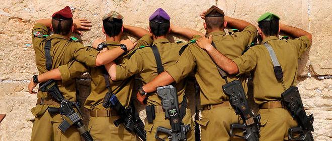 Des soldats israéliens de Tsahal priant à Jérusalem (illustration).
