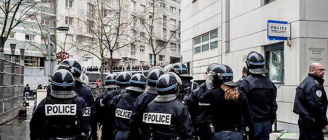 Le lendemain des incidents au lycée Bergson, un commissariat de police avait été attaqué. Image d'illustration.