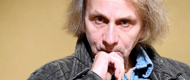 "French writer Michel Houellebecq poses on November 5, 2014 during his photo exhibition ""Before Landing"" at the Pavillon Carre de Baudouin in Paris. AFP PHOTO/MIGUEL MEDINA"