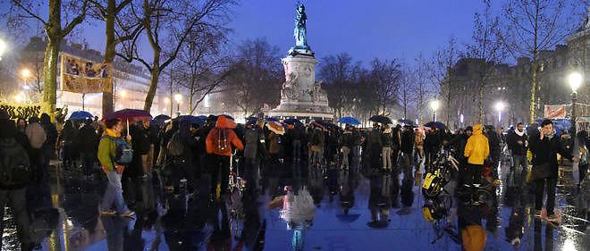 Le mouvement Nuit debout place de la République à Paris. L'occupation de la place a commencé le 31 mars et se poursuivait le 5 avril.