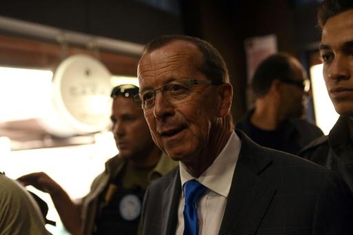 L'émissaire américain  Martin Kobler (c) rencontre des leaders libyens, le 5 avril 2016 à Tripoli © TAHA JAWASHI AFP