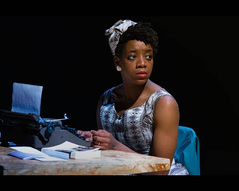 """Astrid Bayiha joue Maryse Condé dans ""La vie sans fard"". ©  La vie sans fards cie"