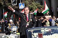 Plébiscite. Le président tadjik Emomali Rakhmon, réelu pour son quatrième mandat consécutif avec plus de 80 % des suffrages, lors de la cérémonie d'investiture, le 16 novembre 2013
