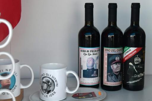 Des bouteilles de vins à la mémoire de Mussolini vendues dans sa ville natale, Predappio (Italie)  © TIZIANA FABI AFP