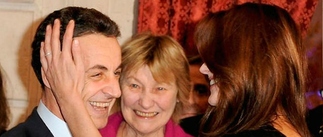 Hôte. 16 décembre 2009. Marisa est reçue à l'Élysée par son gendre, Nicolas Sarkozy, et sa fille Carla.