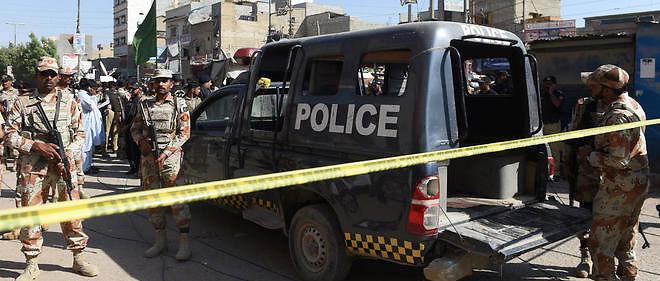 Un jeune homme a été arrêté à Karachi pour avoir saigné à mort sa soeur de 16 ans.