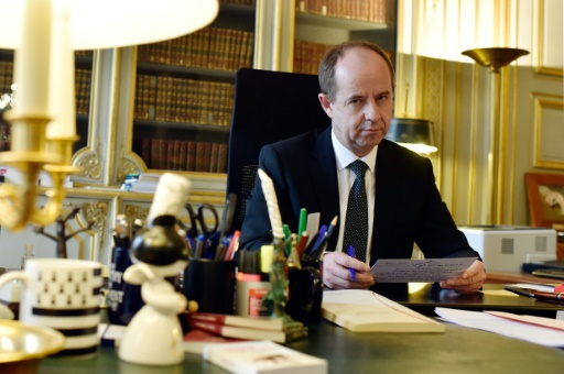 Le ministre de la Justice, Jean-Jacques Urvoas, dans son bureau place Vendôme le 4 mars 2016 à Paris © ALAIN JOCARD AFP