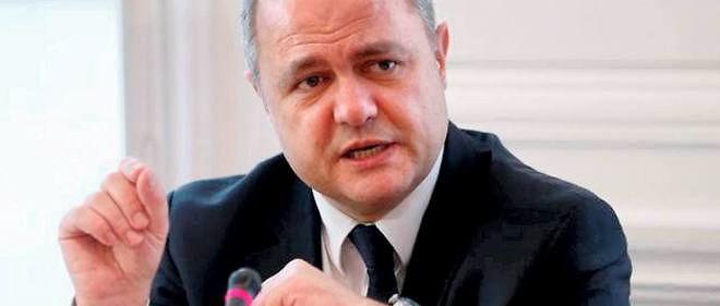 """Les députés socialistes qui ne veulent pas voter la loi travail """"rendent difficile aujourd'hui l'adoption de ce texte"""", explique Bruno Le Roux."""