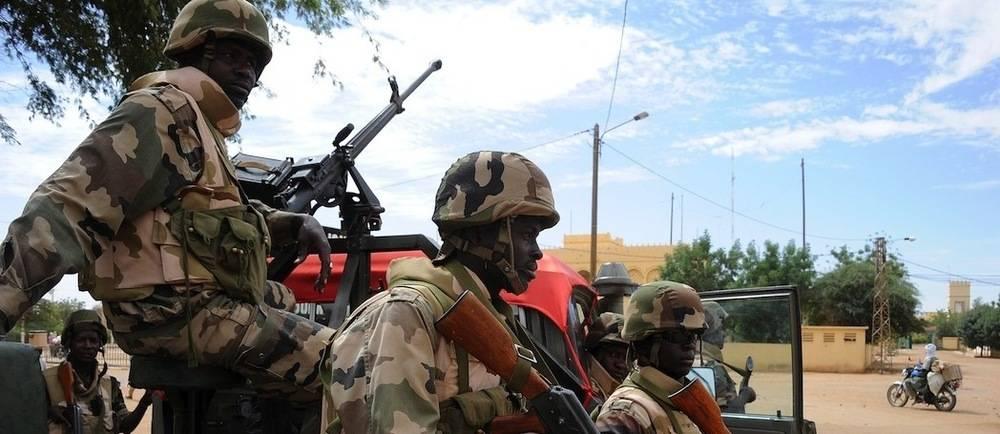 Des soldats nigérians en patrouille à Gao en février 2013.