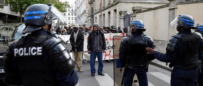 Près de 300 migrants qui occupaient le lycée Jean-Jaurès à Paris ont été évacués par les forces de l'ordre mercredi 4 mai.