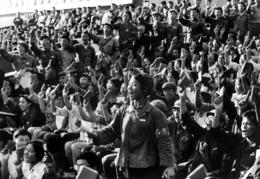 Photo fournie par l'agence officielle chinoise montrant une brigade de propagande des gardes rouges et des étudiants pendant une réunion à Pékin en septembre 1966 ©  XINHUA/AFP/Archives