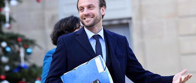 Le ministre de l'Économie Emmanuel Macron se prépare un petit trésor de guerre en cas de candidature à la présidentielle.