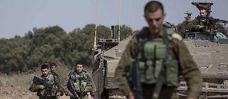 Contrairement à une idée répandue, les militaires et les espions ne sont pas nécessairement des va-t-en-guerre… Et il leur arrive de réfléchir. ©Tsafrir Abayov/AP/SIPA