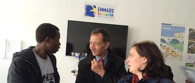 François Dagnaud, maire PS du 19e arrondissement, et la ministre du Logement Emmanuelle Cosse dans le lycée Jean-Quarré, transformé en centre d'accueil pour migrants.