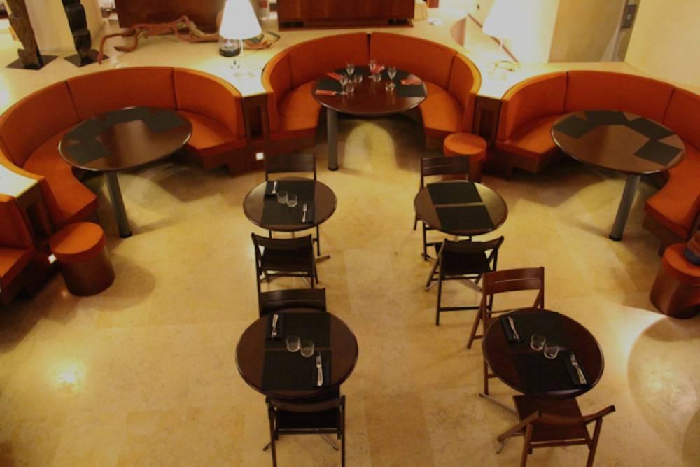 Le Café Dapper est situé en plein coeur du musée, en contrebas de l'entrée.  ©  Anne Emmanuelle Lethion