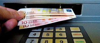 L'écart entre riches et pauvres s'est légèrement réduit en 2013, en France, selon l'Insee. ©DAMIEN MEYER