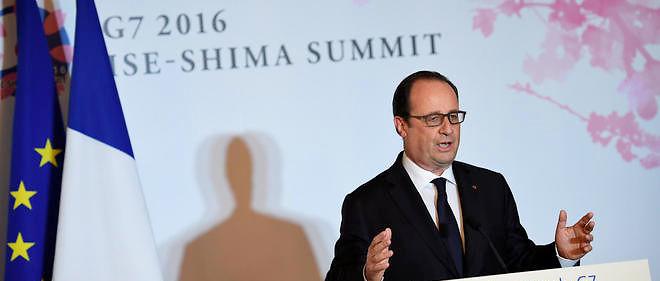 """Face aux blocages, le """"premier devoir"""" de l'exécutif est d'assurer """"la liberté de circuler"""" et """"le bon fonctionnement de l'économie"""", a lancé, en direct du Japon, François Hollande."""