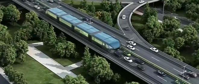 """Les ingénieurs chinois travaillent sur un modèle innovant de """"bus"""" sur rails, capable de passer au-dessus des files de voitures."""