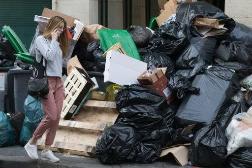 Des ordures s'amoncellent à Paris le 10 juin 2016 © JOEL SAGET AFP