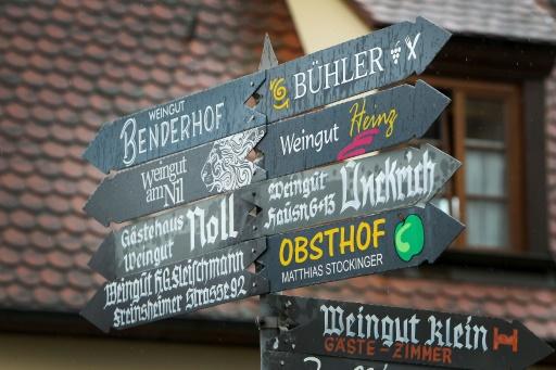 Panneau indicateur signalant les directions à Kallstadt le 8 juin 2016 © DANIEL ROLAND AFP
