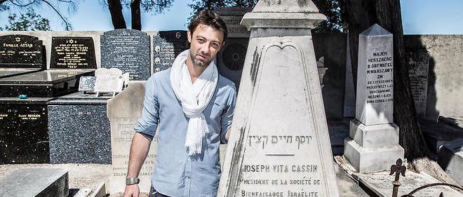 Victor Legendre au carré israélite du cimetière du Château, devant les tombes de la famille Cassin.