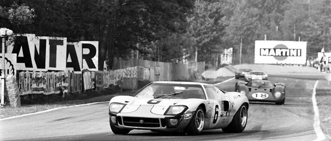La saga des Ford GT40 aux 24 Heures du Mans s'achève par une 4e victoire d'affilée en 1969, devant Ferrari surclassé.