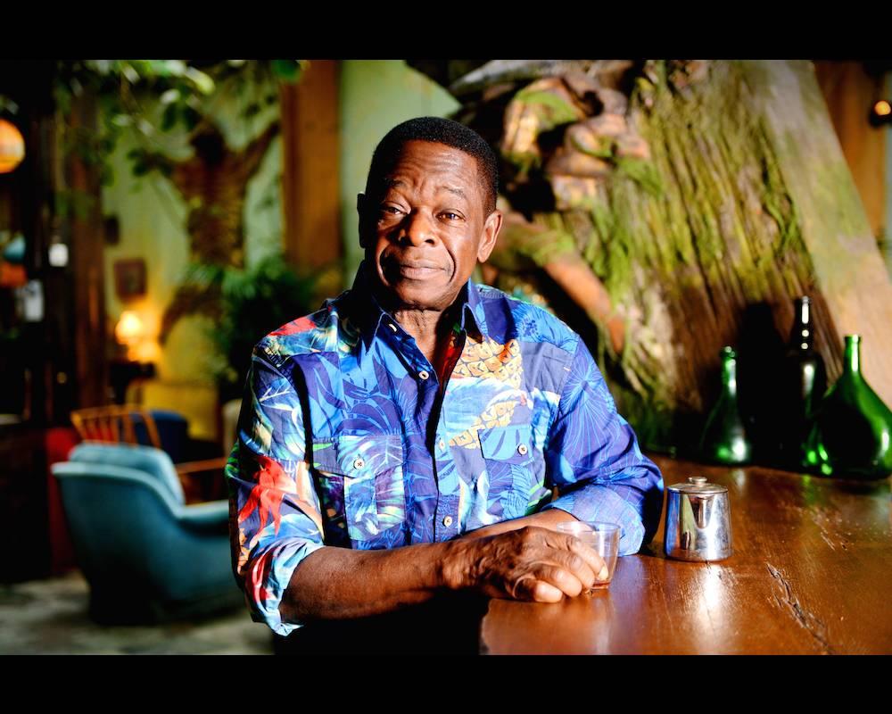 Tel un gardien du Temple, Sam Mangwana a été un témoin privilégié de la musique africaine de toute la génération post-indépendance. ©  Franck Blanquin