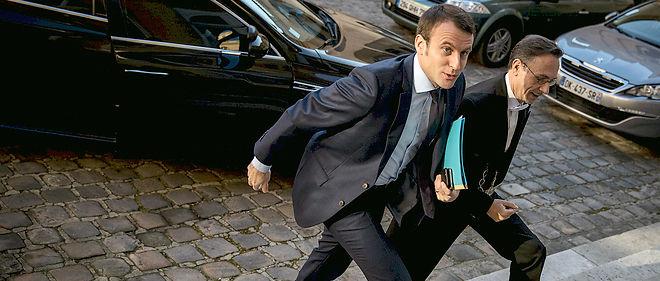 Emmanuel Macron, ministre de l'Économie, semble en pleine zone de turbulences.