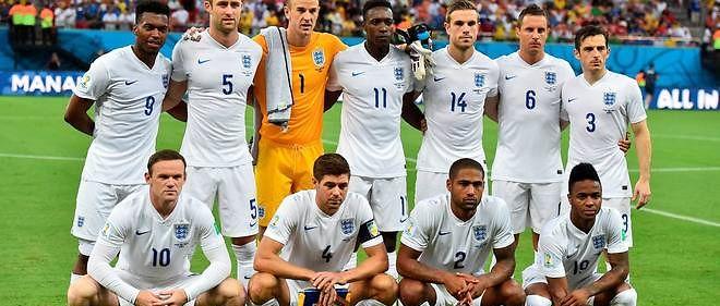 """La sélection anglaise pratique un jeu de plus en plus proche des standards continentaux, laissant son traditionnel """"kick and rush"""" sur le banc de touche."""