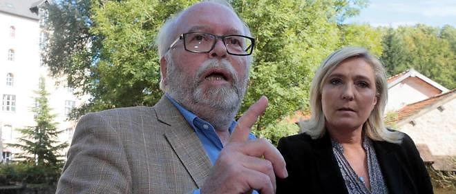 La tête de liste FN en Ile-de-France, Wallerand de Saint-Just, en compagnie de Marine Le Pen, lors de la campagne pour les élections régionales.