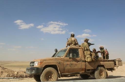 Des hommes armés participent à une opération contre les jihadistes du groupe Etat islamique dans la province syrienne de Raqa, le 25 mai 2016 © DELIL SOULEIMAN AFP/Archives
