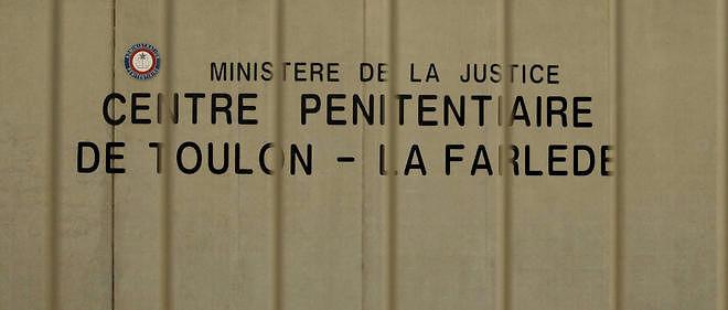 """Le personnel de La Farlèdeproteste contre les agressions. D'après lui, """"la surpopulation conduit à une promiscuité qui génère la haine""""."""