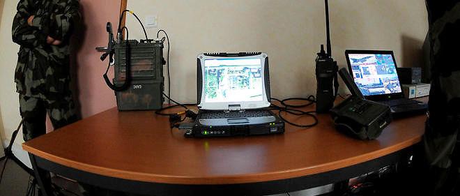 Matériel permettant la réception de signaux émis par les satellites de renseignement du système Helios.