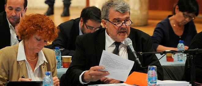 Le maire de La Rochelle Jean-Francois Fountaine négocie un accord sur le temps de travail des agents municipaux.