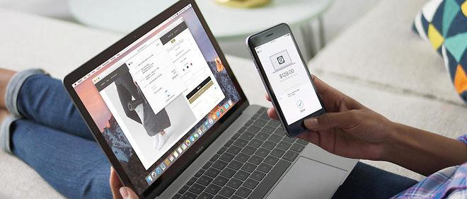 Démonstration d'Apple Pay.