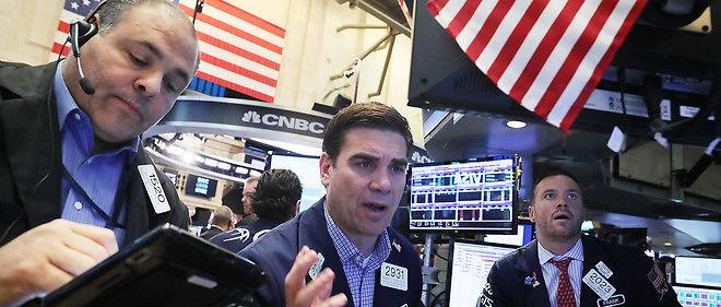 Wall Street a chuté à l'ouverture vendredi, en plein désarroi devant la panique qui s'est emparée de l'ensemble des marchés financiers mondiaux après la décision des Britanniques de quitter l'Union européenne: le Dow Jones perdait 2,16 % et le Nasdaq 3,78 %.