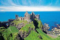 Les ruines du château de Dunluce du XIVe siecle, en Irlande du Nord, ont servi de décor au tournage de la série