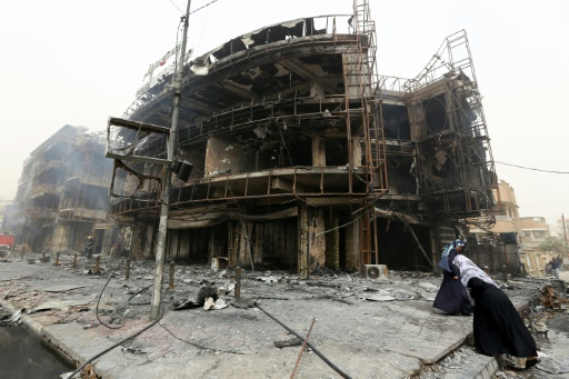 Un bâtiment endommagé par un attentat suicie à Bagdad, le 3 juillet 2016 © SABAH ARAR AFP