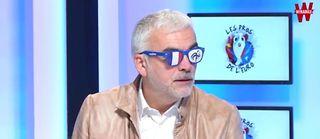Pascal Praud adopte un look improbable pour supporter l'équipe de France.