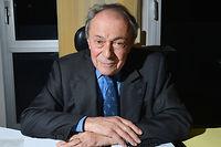 Derrière un pupitre, en conférence, même à 85 ans, Michel Rocard redevenait soudain un jeune homme politique. ©MIGUEL MEDINA